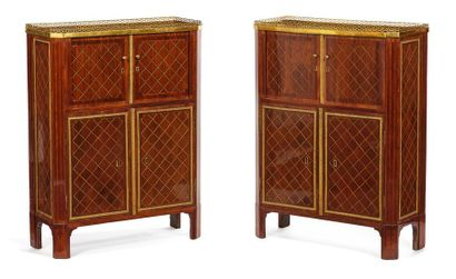Paire de meubles d'entre-deux à décor de...