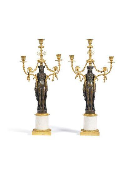 Paire de candélabres en bronze ciselé, doré...
