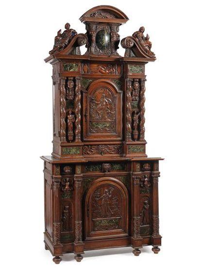Cabinet ou meuble deux corps de forme architecturée...