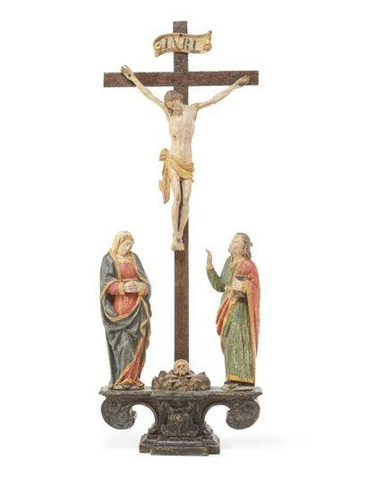 Crucifixion Groupe en bois sculpté et polychromé...