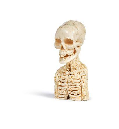 Memento mori en ivoire sculpté figurant le...