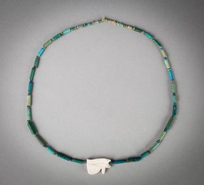 Collier composé de perles tubulaires et annulaires...