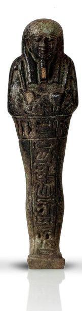 Oushebti portant les instruments aratoires...