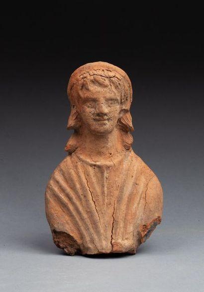 Ex-voto représentant un buste juvénile coiffé...