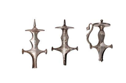 Trois poignées de Talwar Inde, XVIIIe-XIXe...