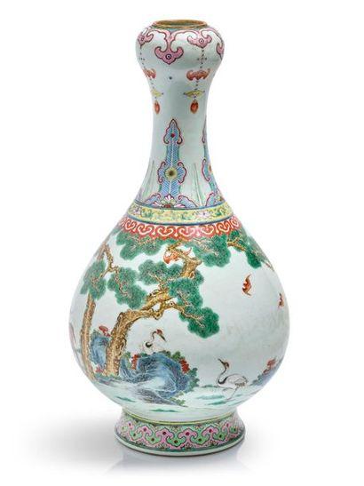 vase en porcelaine 'Yangcai' famille rose, CHINE, XVIIIe siècle