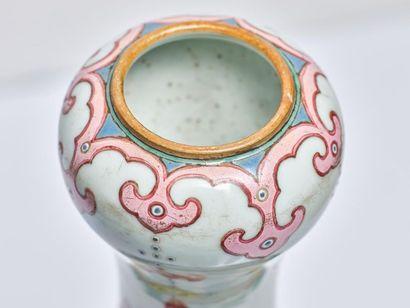 vase en porcelaine 'Yangcai' famille rose, CHINE, XVIIIe siècle Important vase en...
