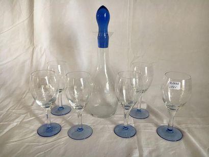 Un lot comprenant : -un vase rouleau en verre dans le goût de Biot avec application...