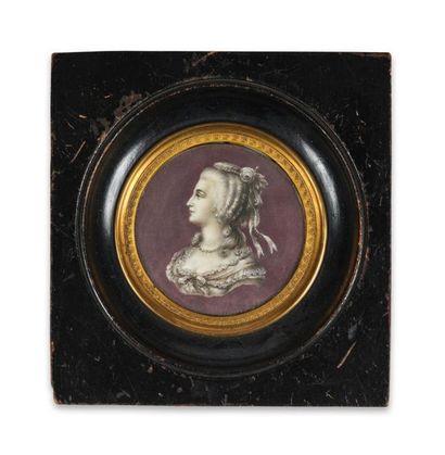 Marie-Antoinette. Portrait miniature rond...