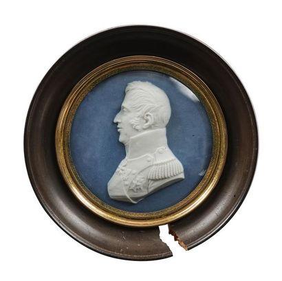 Louis XVIII et le Comte d'Artois Paire de médaillons en biscuit de porcelaine en...