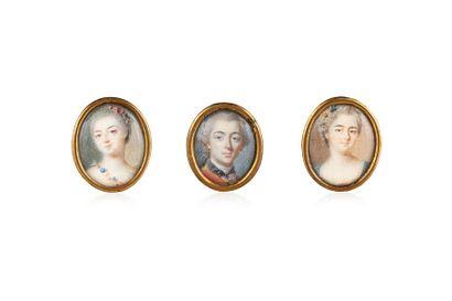 Ensemble de 3 portraits miniatures ovales peints à la gouache sur ivoire, cerclés...