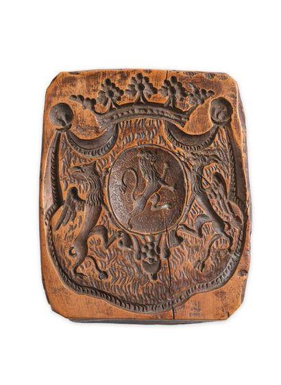 Maison d'Albert de Luynes. Matrice de plaque en bois sculpté aux armes de la famille...