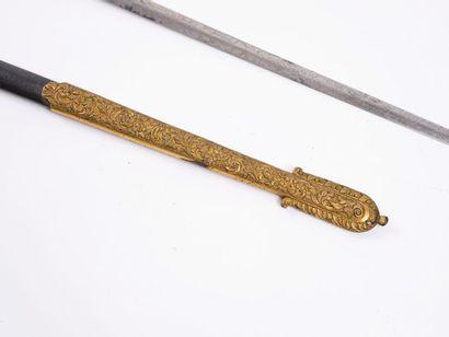 Épée d'amiral britannique. Monture en laiton, ciselé, doré. Fusée à décor de palmettes...
