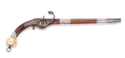 Pistolet caucasien, à mèche. Long canon rond....