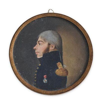 Portrait miniature de forme ronde peint à...