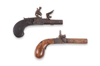 Lot de 2 pistolets, à coffre : à silex, détente...
