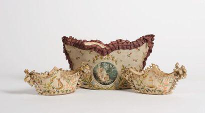 Marie-Antoinette, reine de France. Rare ensemble de 3 corbeilles en forme de navettes,...