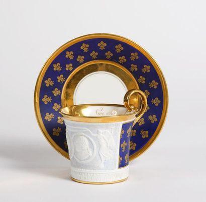 Louis XVIII et Alexandre Ier de Russie. Rare tasse de forme jasmin et sa soucoupe...