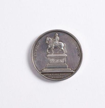 Médaille en argent au profil droit du roi Louis XVIII, le revers orné de la statue...