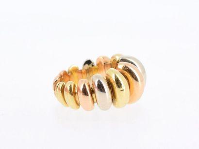 BULGARI Bague dans les trois tons d'or 18k (750 millièmes) décor de godrons semi-mobiles,...