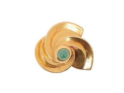 ZOLOTAS Broche en or jaune 22k (916 millièmes) figurant trois mouvements en spirales...