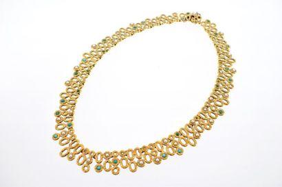 Collier en or jaune 18k (750 millièmes) formant une collerette ponctuée de pierres...