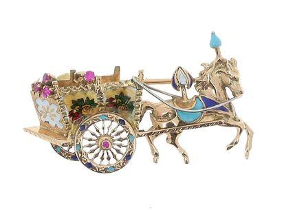 Broche en or jaune 18k (750 millièmes) à motif d'une calèche et son cheval, ornée...
