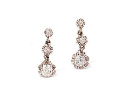 Paire de pendants d'oreilles en platine (950 millièmes) et or gris 18k (750 millièmes),...