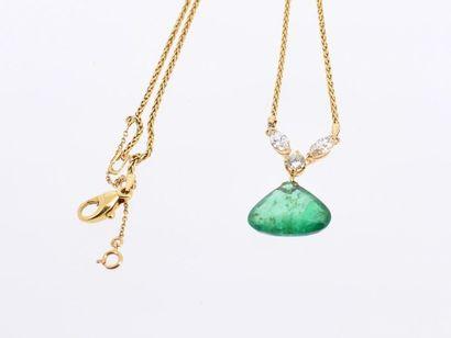 Collier avec un pendentif en or jaune 18k (750 millièmes) composé de deux diamants...