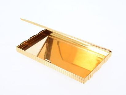 VAN CLEEF AND ARPELS Boîte en or jaune 18k (750 millièmes) rectangulaire s'ouvrant...
