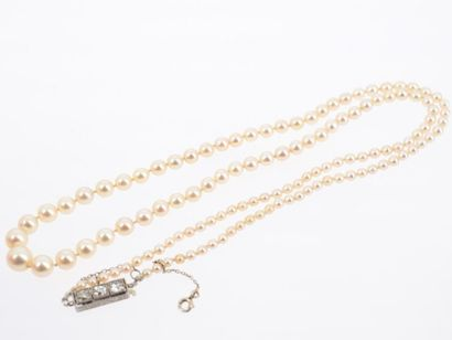 Collier de 125 perles de culture, fermoir...