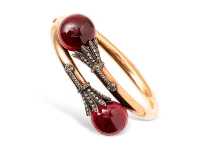 Bracelet jonc en or jaune à tendance rose...