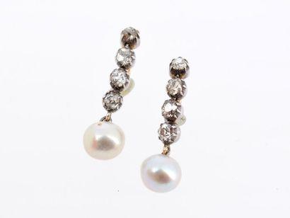 Paire de pendants d'oreilles en or gris 14k...