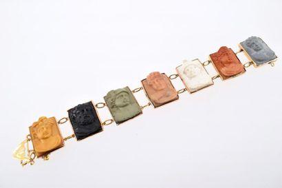 Bracelet en or jaune 14k (585 millièmes) présentant une suite de profils de ¾ en...