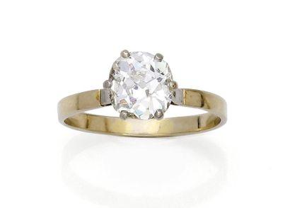 Solitaire orné d'un diamant taille ancienne...