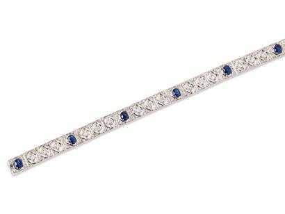 Bracelet moderne et souple en or gris 18k...