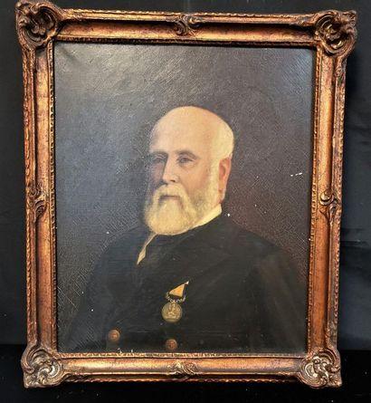 Portrait d'homme portant une décoration  Huile...