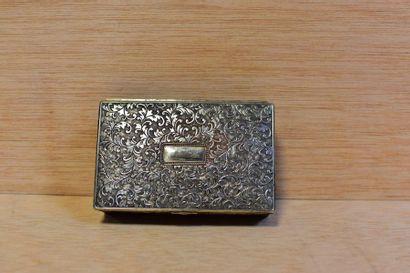 Petite boîte en métal argenté à décor couvrant...