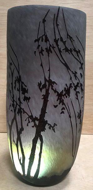 Vase de style Art Nouveau en verre multicouches violet et brun dégagé à l'acide,...