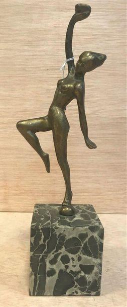 Ecole moderne, XX ème  Danseuse nue  Bronze  La partie supérieure est fichée d'un...