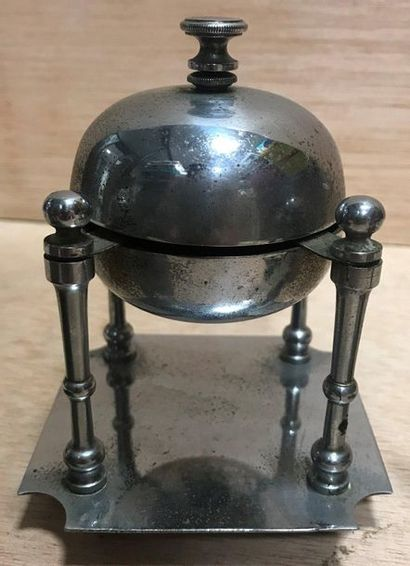 Set of three small metal table bells  XIX and XX th  H. 13 cm