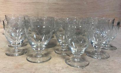 Important lot de 19 verres en cristal comprenant...