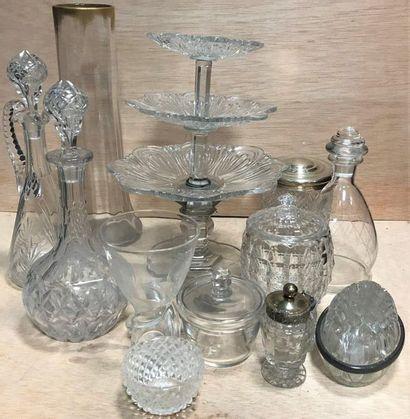 Lot de divers objets en cristal et en verre,...