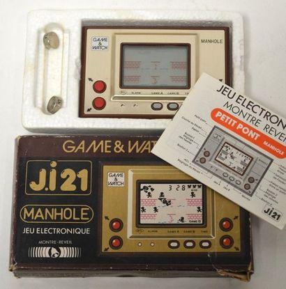 Game Watch OR ji21 – Manhole «petit pont»...