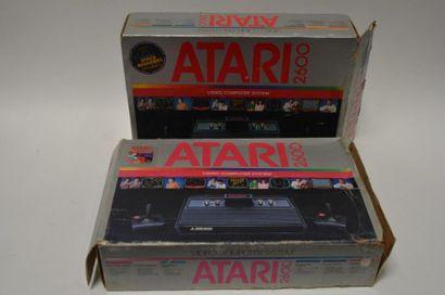 Lot de deux consoles ATARI 2600 Versions...
