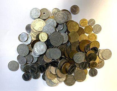 Monde - Divers  Important lot de monnaies...