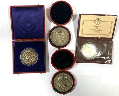 Lot de 4 médailles comprenant,  Deux médailles...
