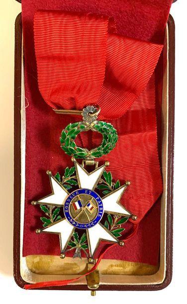 France - Décoration  Une médaille Ordonnance...
