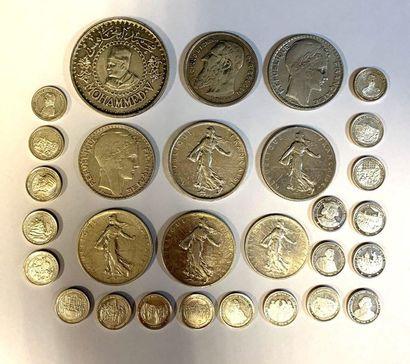 Monde –  Lot de monnaies et petites médailles...