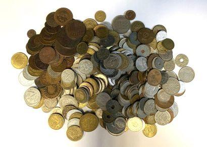 Monde – divers  Important lot de monnaies...